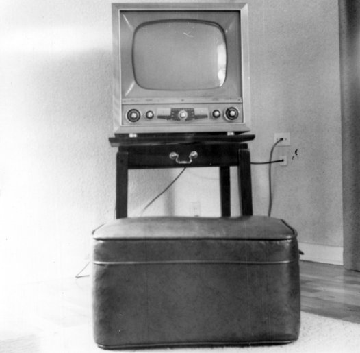Television_set_from_the_early_1950s