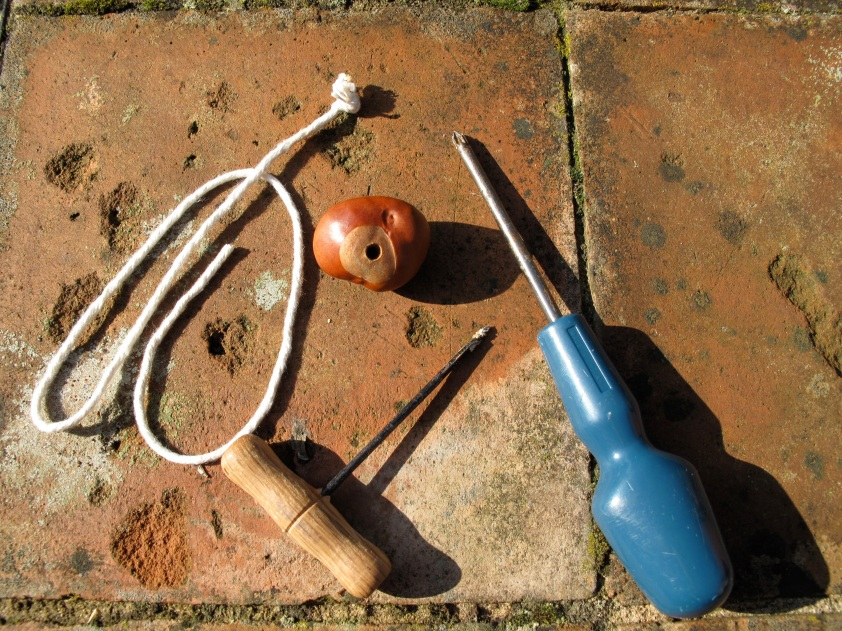 Stringing_conkers
